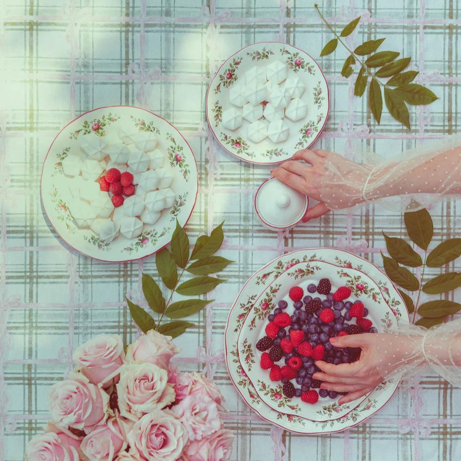 Blanc MariClo' - Servito di piatti Moss Rose, tovaglia collezione Vichy & Bow - Blog