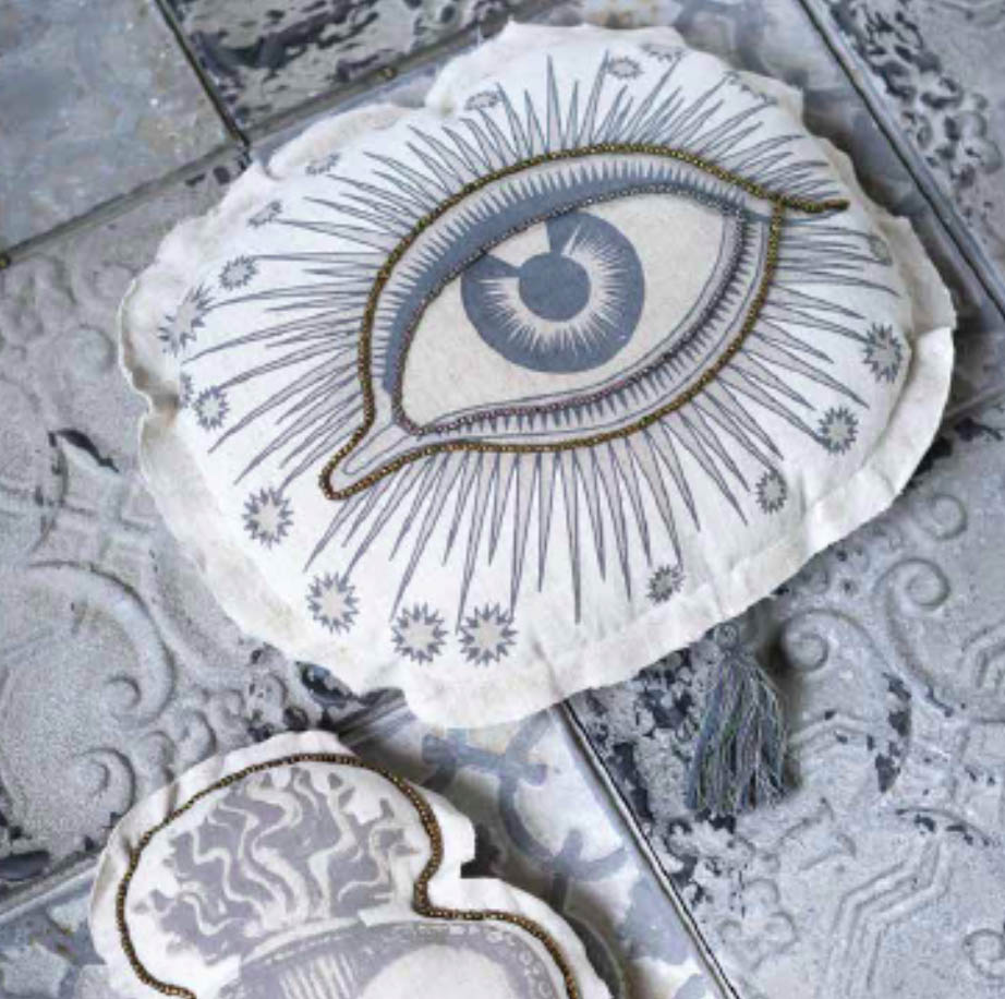 Blanc MariClo' - Cuscini collezione Blink Eye ed Ex-voto - Blog