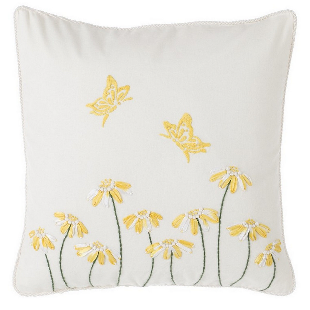 CUSHION WITH DAISIES A26964